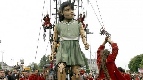11h Live – Des marionnettes géantes à Genève